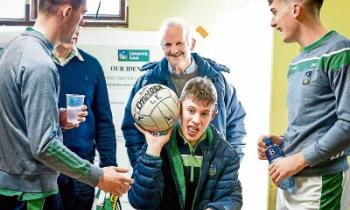 Darragh pictured in the team's dressing room with football board chairman Gerry Phillips, Monagea, Adare footballer Paul Maher and Colm McSweeney, Gerald Griffins